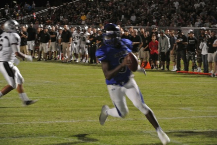 Bryce Perkins scores on a 10 yard keeper to give Chandler a 13-9 4th quarter lead.