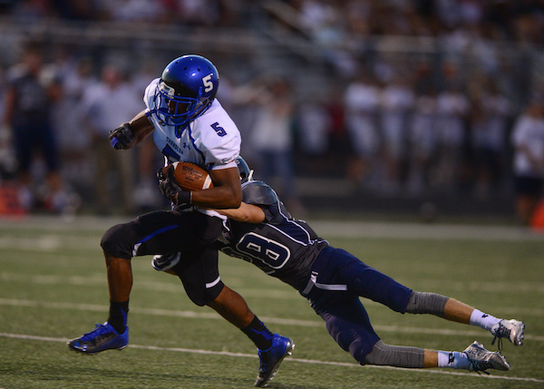 Kolby Taylor breaks a tackle on his way to the end zone (Photo by Paul Mason, 8/20/15)